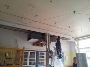 ophangen van een ventilatieunit