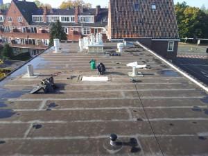 plaatsen van ventilatiekappen op het dak